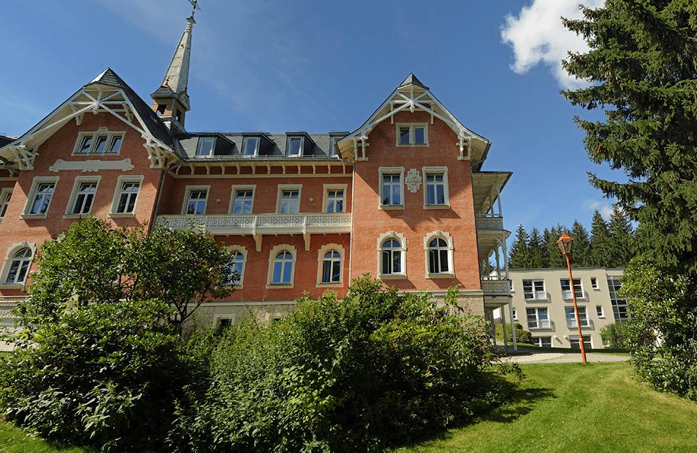 Parkansicht am Gesundheitszentrum in Grünhain-Beierfeld
