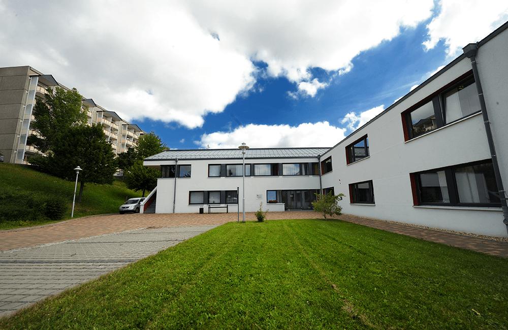 Parkansicht Wohnzentrum für Menschen mit Behinderungen, Schwarzenberg