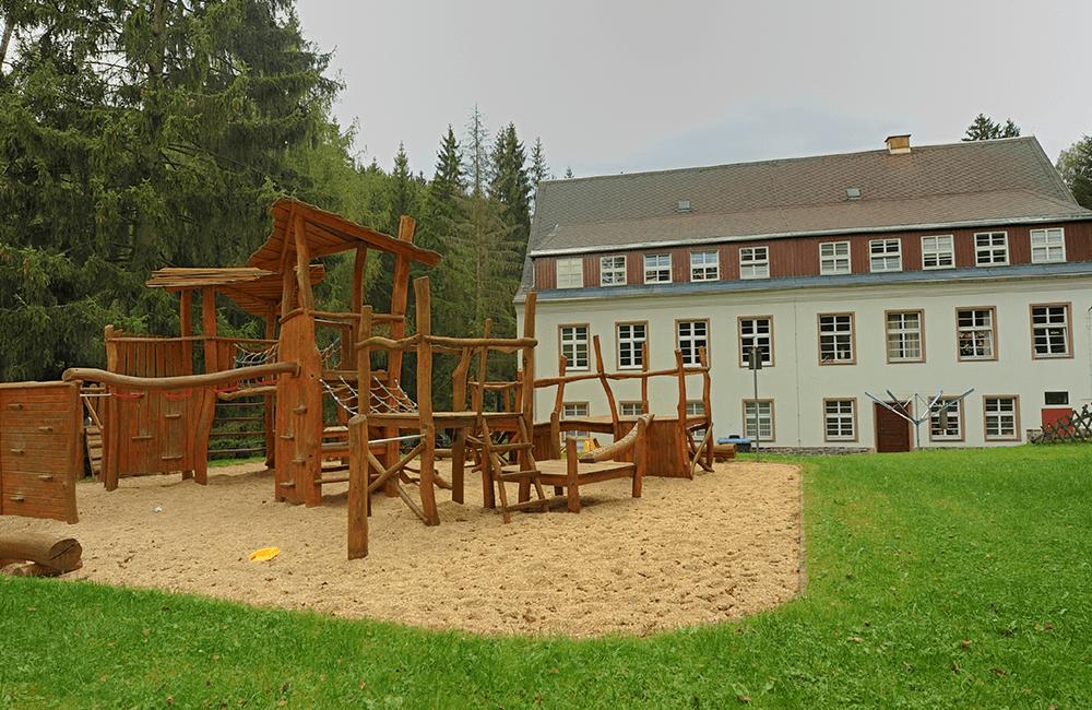 Kinder-Spielplatz Wohneinrichtung Erlbach